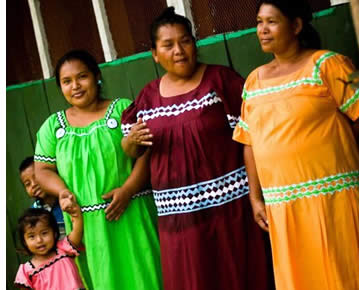 Ngobe einheimischen Damen des Rio Oeste Afuera Commmunity in Bocas del Toro, Panama
